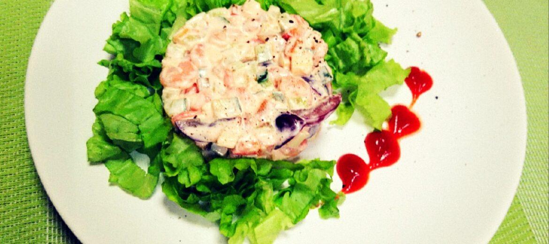 Новинка!!! Нежный салат с коктейльными креветками, томатами, яблоком и виноградом